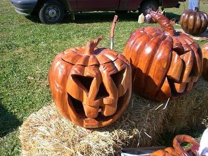 wooden-pumpkins