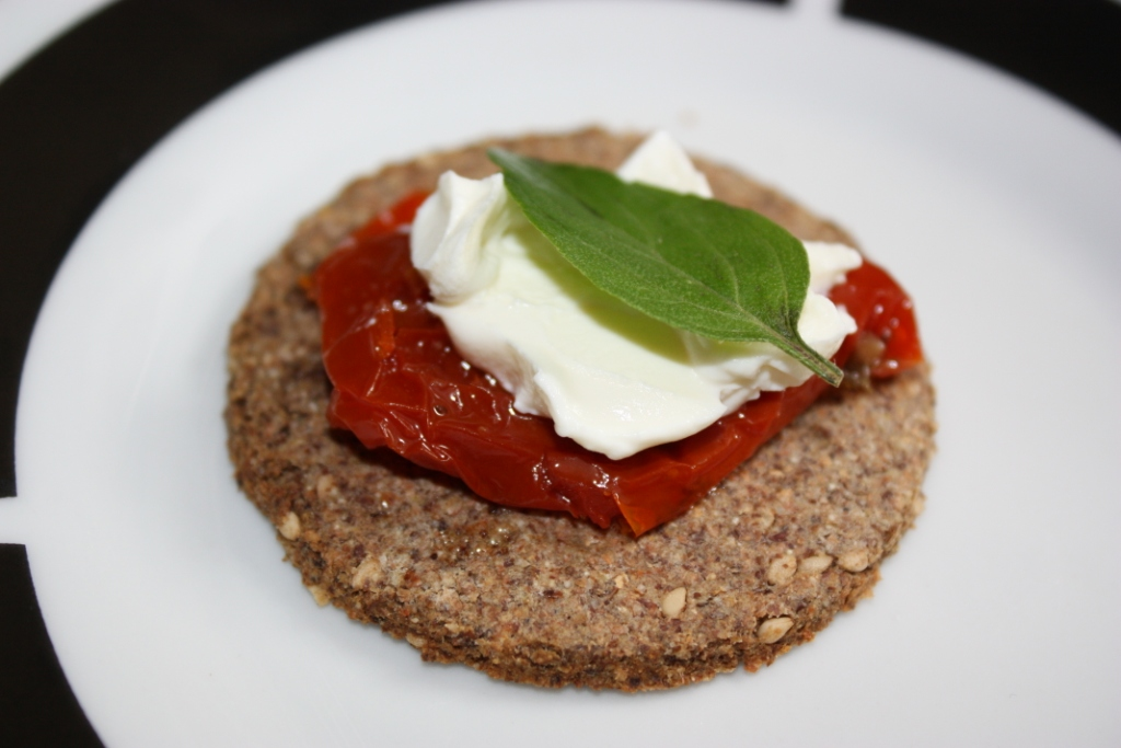 cracker-tomato