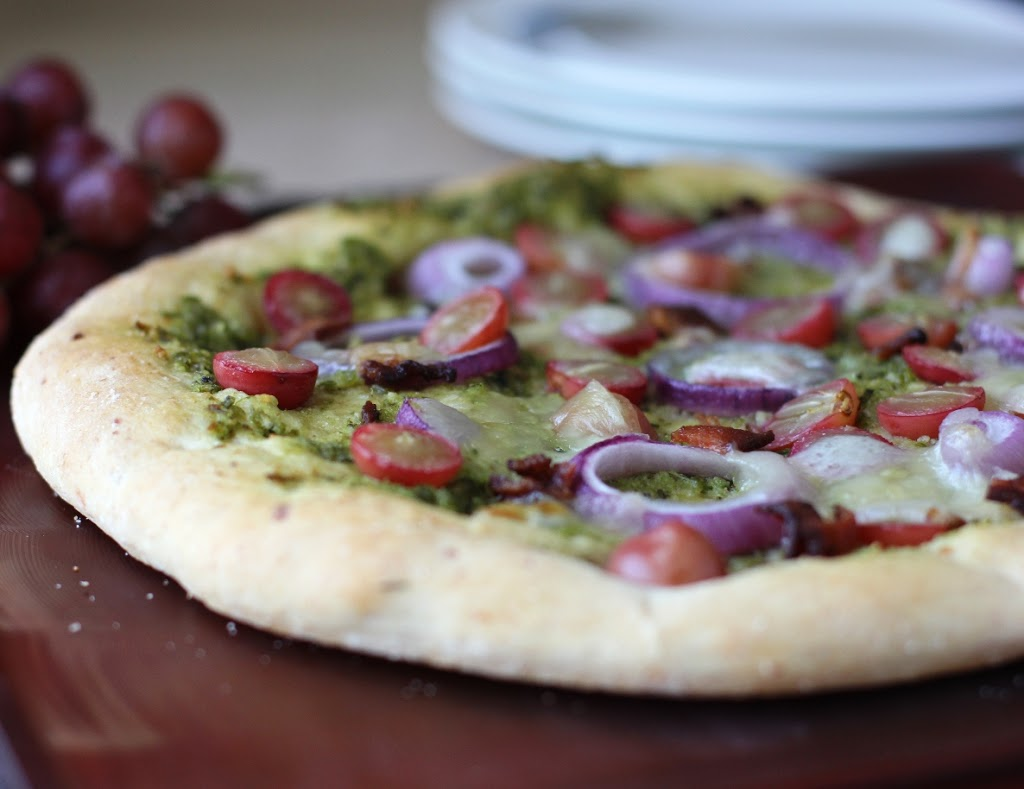Pesto Pizza with Red Grapes and Bacon Recipe | FakeFoodFree.com