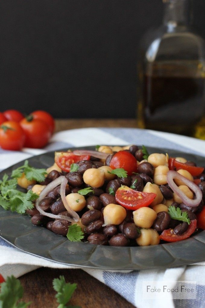 Chili Garlic Bean Salad | fakefoodfree.com