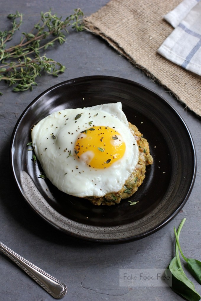Salmon and Spinach Cakes with Fried Eggs | fakefoodfree.com
