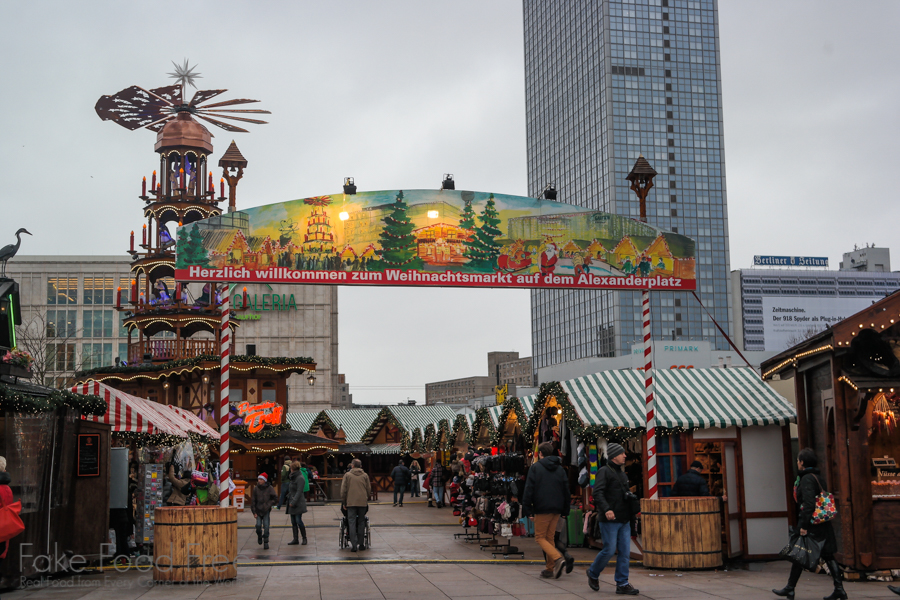 Weihnachtsmarkt auf dem Alexanderplatz | What to Eat and Drink at Berlin Christmas Markets | Fake Food Free Travels