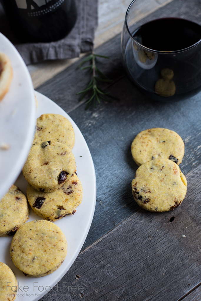 Savory Fig Rosemary Parmesan Cornmeal Cookie Recipe | Fake Food Free | #freeproductreview