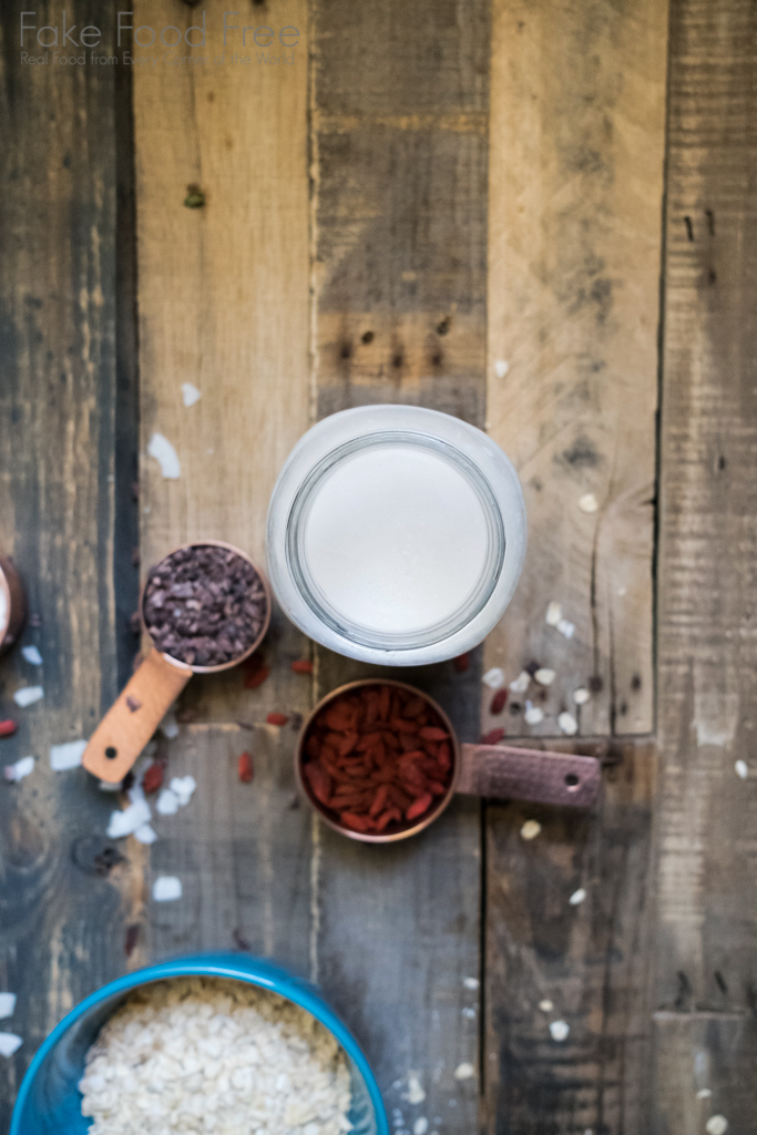 Cacao Nib Goji Berry Muesli Recipe | FakeFoodFree.com