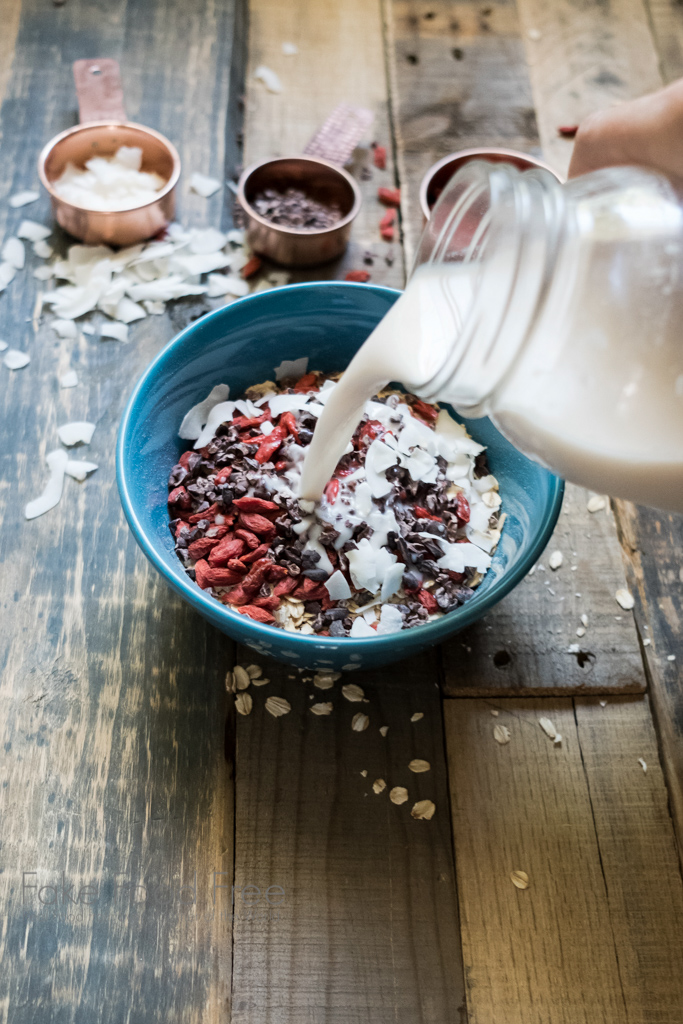 Muesli Recipe with cacao nibs and goji berries | FakeFoodFree.com