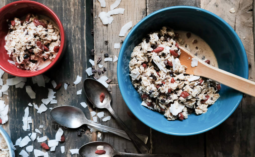 The best muesli recipe with cacao nibs and goji berries! | FakeFoodFree.com